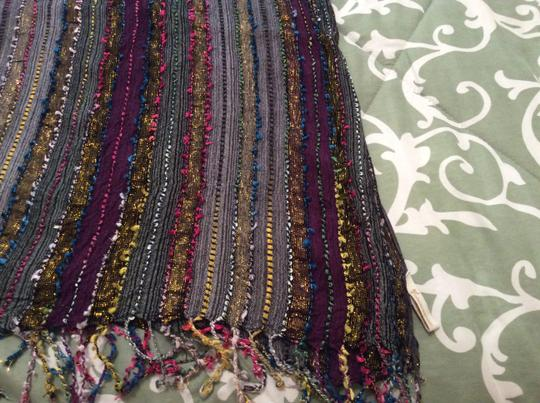 Collection Eighteen Collection Eighteen multi-colored scarf made of 100% rayon