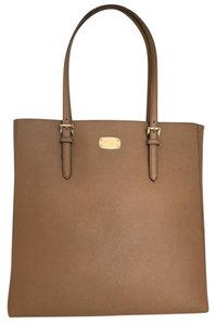 Michael Kors #travelset #michaelkors #michaelkorsleather #brownbag #totes Tote in Brown