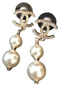 Chanel Chanel Gold Metal CC Logo Pearl Drop Earrings