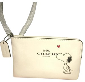 NWT Peanuts X Coach Snoopy Special Limited Edition Wristlet Chalk White Wristlet in Chalk White