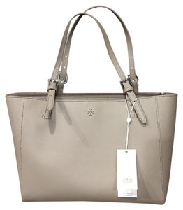 Tory Burch Tote in French Gray