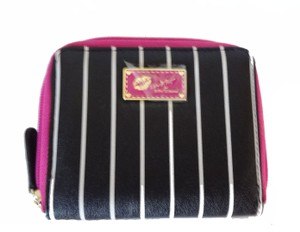 Betsey Johnson LUV BETSEY ZIP AROUND BLACK/BONE STRIPED BI FOLD WALLET