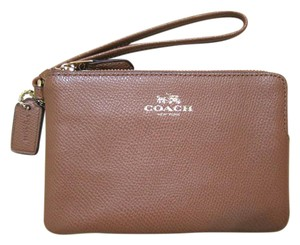 Coach NWT Corner Zip In Crossgrain Leather Saddle / Gold Wristlet