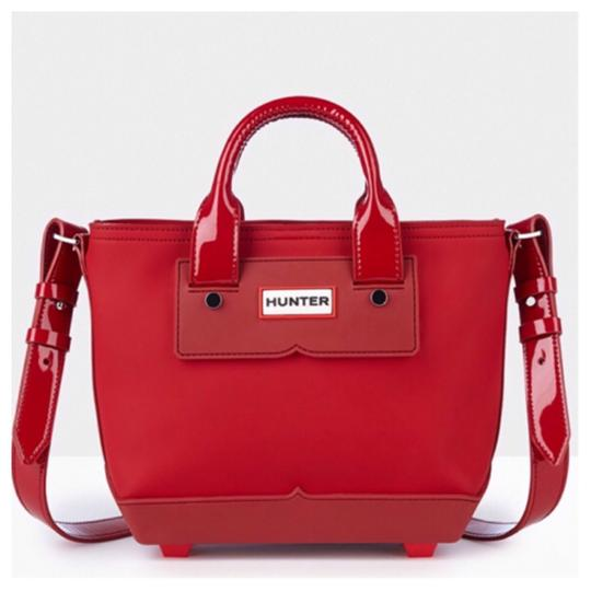 Preload https://img-static.tradesy.com/item/20350103/hunter-mini-crossbody-red-leather-rubber-fabric-lining-tote-0-1-540-540.jpg