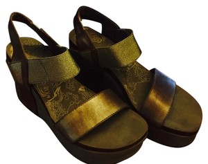 OTBT Never Worn Gold Wedges