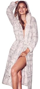 Victoria's Secret Victoria's Secret Lush Plush Sherpa Robe