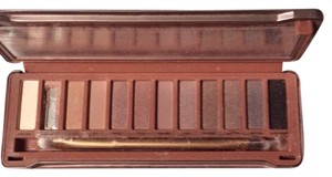 Urban Decay Naked 3 Eyeshadow Palette. 1 Shade Is Damaged