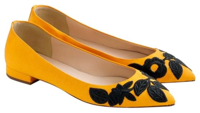 Item - Yellow Embroidered Pointed-toe Flats Size US 9 Regular (M, B)
