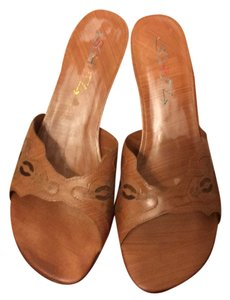 SCHUTZ Brown Pumps