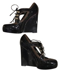 Betsey Johnson black and brown Wedges