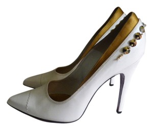 Louis Vuitton OFF WHITE LEATHER & GOLDEN SATIN FABRIC TRIM Pumps