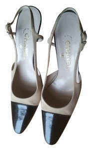Chanel Vintage Classic Spectator Black and off-white Pumps
