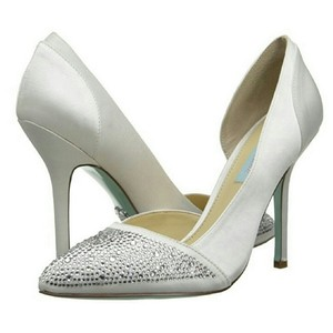 Betsey Johnson Ivory Pumps
