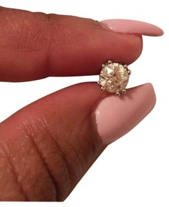 Moissanite Fire(Tm) 1.00ctw earring. Moissanite Fire(Tm) 1.00ctw earring.