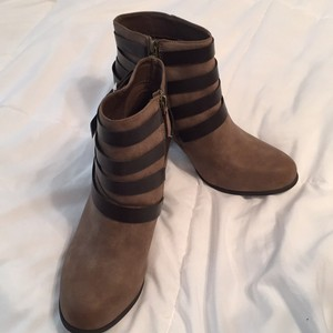 Steve Madden Pet And Smoke Free Manmade Strap Trim brown Boots