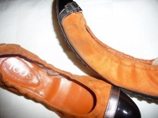 Tod's orange/black Flats