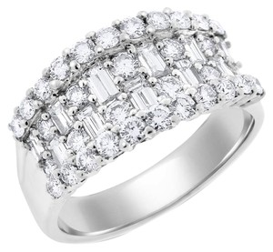 Other 2.00 Carat Natural Diamond Gorgeous Baguette & Roud Illusion Band 18k