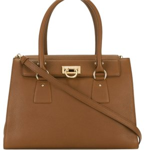 Salvatore Ferragamo Satchel in Tan/Brownish
