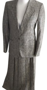 Roots vintage woman tweed suit