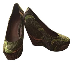ALDO Vintage African Motif Leather Sole 70s Inspired Green Motif Platforms