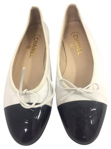 Chanel WHITE/NAVY Flats