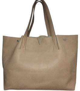 Vince Tote in nude