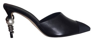 Chanel Leather Pointed Toe Classic Pump Pearl black Mules