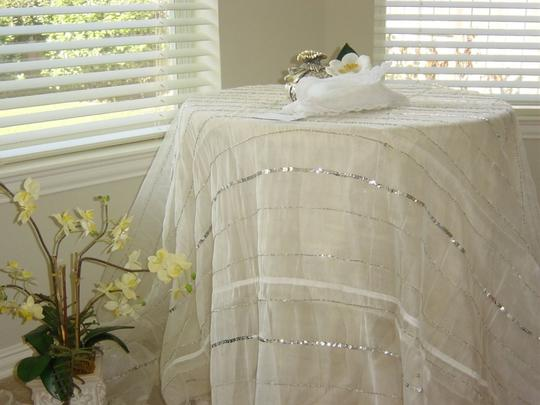 Ivory Sequin Table Cloth/ Suw-04 Tablecloth Image 1