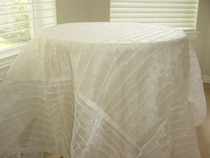 Ivory Pearl Table Cloth/ Ch-003