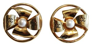Chanel Vintage Gold Tone Ribbon CC Pearl Earrings