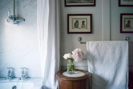 Preload https://img-static.tradesy.com/item/20381599/white-home-cottage-chic-waffle-shabby-shower-curtain-0-1-540-540.jpg