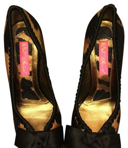 Betsey Johnson black tan tiger print Pumps