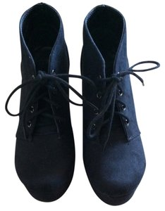 Soda Blu Black Wedges