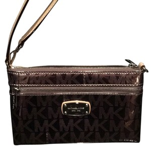 Michael Kors Wristlet in copper