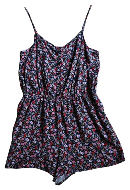 Preload https://item1.tradesy.com/images/h-and-m-floral-summer-mini-romperjumpsuit-size-10-m-203845-0-0.jpg?width=400&height=650