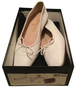 Chanel Lambskin Leather Cc Logo Ballerina + Box & Dustbag 37.5 White Flats