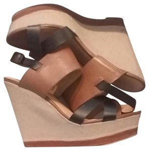 REPORT Black and tan Wedges