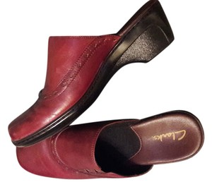 Clarks Never Worn Leather Reddish Brown Mules