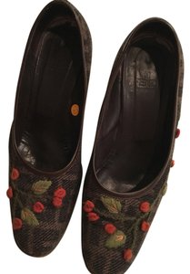 Fendi Shades of brown and orange and green floral embroidery Pumps