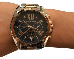 e299354422cc Michael Kors Gold Watches - Up to 90% off at Tradesy