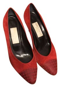 Nina Ricci red Pumps