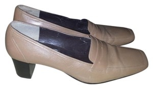 Karen Scott Beige/Light Brown Pumps