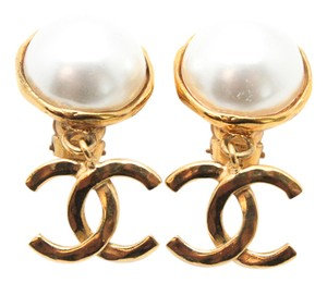 Chanel #9835 CC drop logo White pearl Gold Earrings Clip On