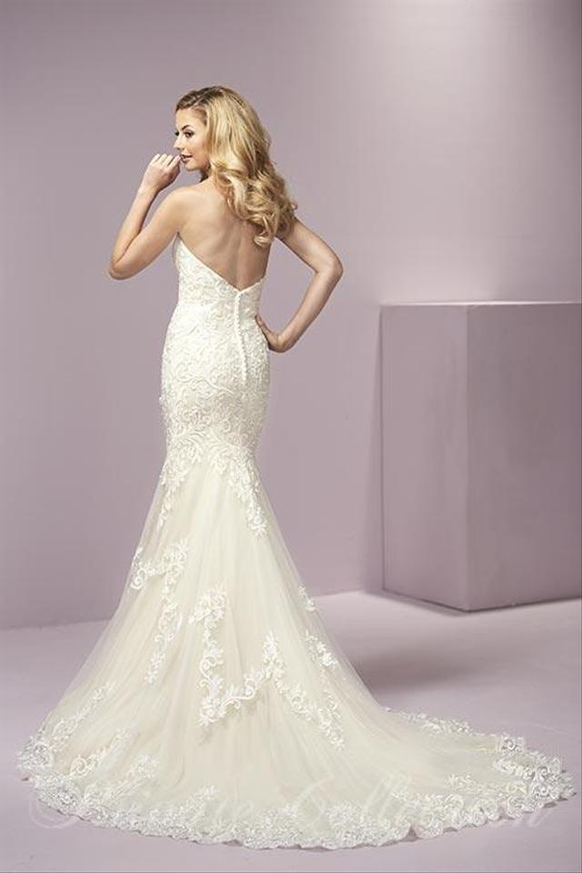 House of Wu Ivory and Light Gold Lace Tulle 18069 Traditional ...