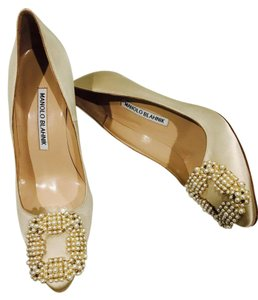 Manolo Blahnik pearl Pumps