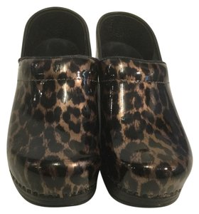 Dansko Pattern Padded Insoles Made Black and gold patent leather leopard Italian E37 Mules
