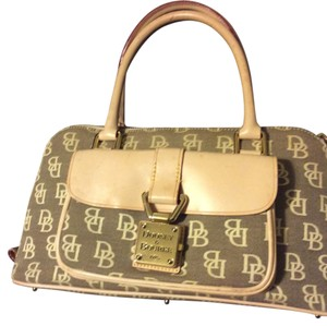 Dooney & Bourke Tote in beige and cream