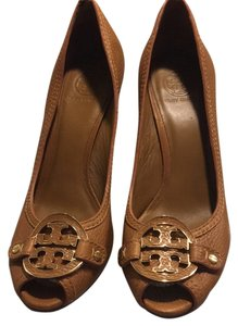 Tory Burch tan/ gold Wedges