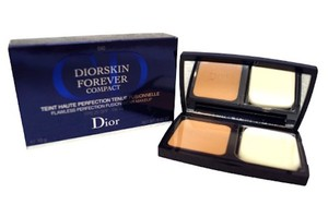 Dior Christian Dior Diorskin Forever Compact Spf25 No. 040 Honey Beige, New