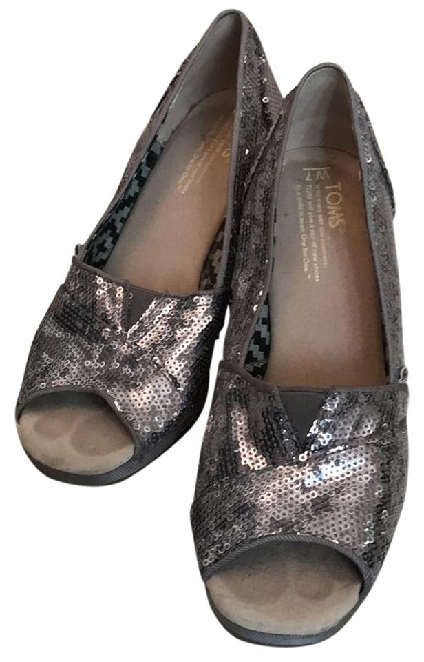 bb09c67f555d TOMS Silver Wedges Size US 7 Regular (M